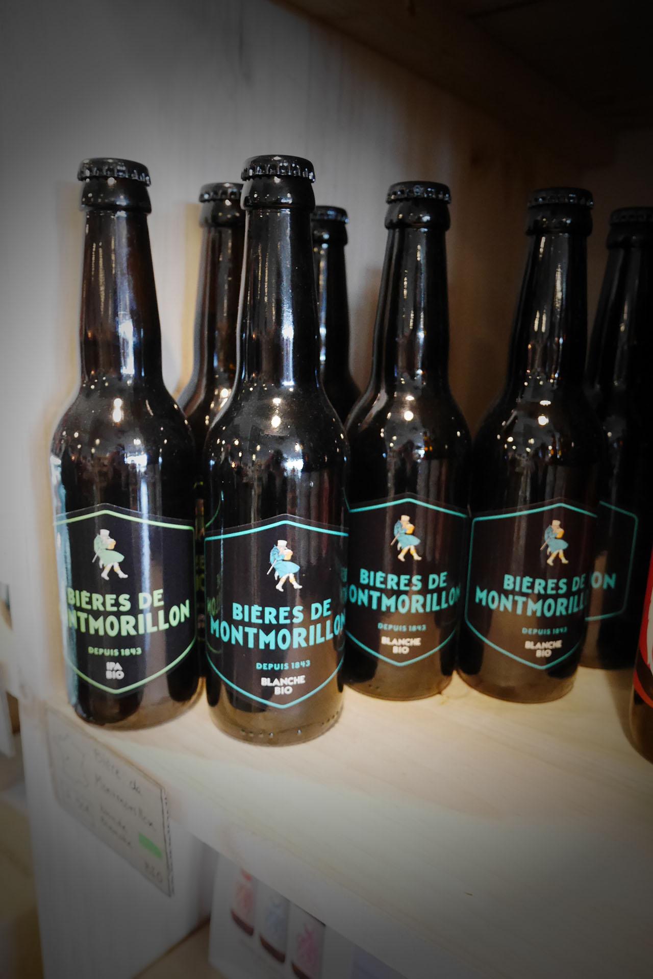photo représentant des canettes de bière locale fabriquée à Montmorillon