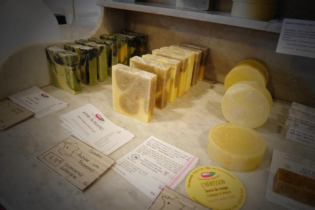 photo représentant des savons naturels artisanaux