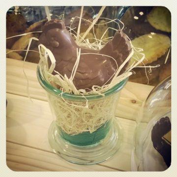 Photo d'un poule en chocolat